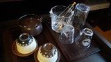 お宿木の葉の部屋の湯呑とグラス
