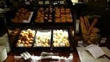 ヒルトン東京の1F「マーブルラウンジ」のビュッフェのパン