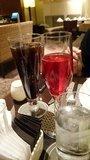 ヒルトン東京の1F「マーブルラウンジ」のビュッフェのノンアルコールカクテルとアイスコーヒー