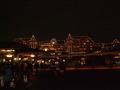 ライトアップされたディズニーランドホテル