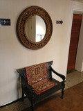 一階廊下プール出入り口のベンチ