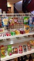売店 お菓子もあります