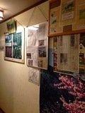 トイレ前の廊下に貼られた新聞記事