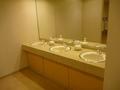 宴会場フロアのトイレの洗面もグレードアップしてます