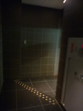 第一ホテル(本館)、新橋駅に通じる通路はやや暗い