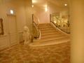 1階玄関ホールから2階へ上がる階段