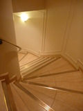 1階から2階へと繋がる螺旋階段