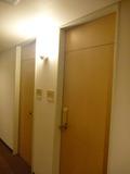 部屋のカードキーとレバーハンドルです。覗き穴もあります
