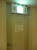 客室フロアの非常口ドア