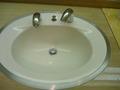 3階トイレの洗面ボウルは丸形