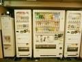 製氷機とドリンク販売機