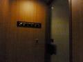 婦人用化粧室のドア