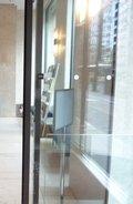 ホテル入口ガラスドア(2枚目)