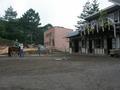乗馬する馬場とその馬舎