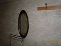 部屋入って左手 壁に鏡が設置