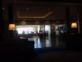 朝食は光差し込むテラスレストランが会場。