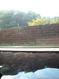 湯船に浸かって窓の外を見ると