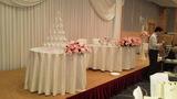 関西エアポートワシントンホテル内の結婚式の披露宴会場の新郎新婦テーブル