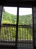 夏には緑・春には桜・秋には紅葉・冬には雪景色が迫ってくる宿