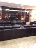 フロント近くのソファー