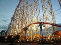 花火大競演開催日には遊園地が夜10時まで営業してます。
