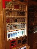 入り口に自販機があるので助かりますね。