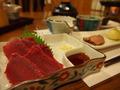 夕食:馬刺しなど