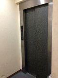 ロビー階エレベーター写真です。