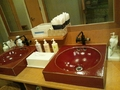 露天風呂の洗面台のアメニティ