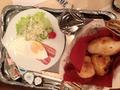 朝食運んでくれました!!
