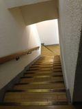 地下への階段写真です。