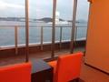 関門海峡を行き交う船を眺められます