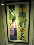 エレベーターホールには抽象的な絵が
