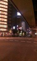 夜のホテル前の風景です
