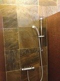男性大浴場シャワーブース