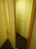 部屋の等身大の鏡