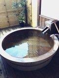 露天風呂で寛ぐ