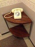 エレベーターホールコーナーテーブル