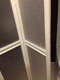 シャワーブースの折りたたみ扉