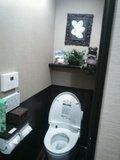 自動オープンするトイレ