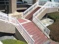 レストランからゴルフ場に降りる階段です。