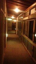 旅館の2階の廊下です。
