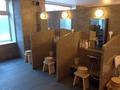 男性用の浴場洗い場